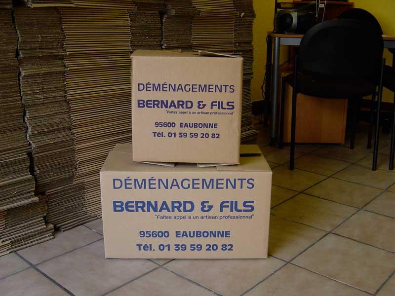 Boîtes de cartons dans une habitation en cours de déménagement